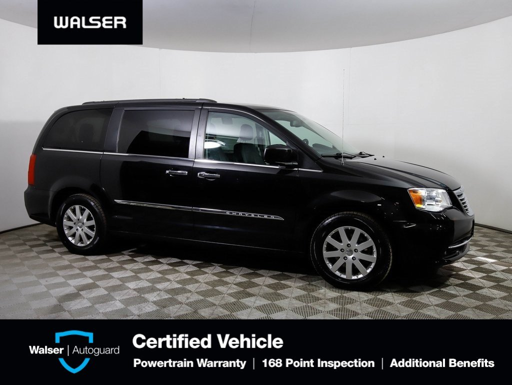 Pre Owned 2016 Chrysler Town Country Touring